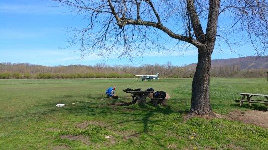 Κάμπερλαντ, Μέριλαντ: Airplanes and parachutes