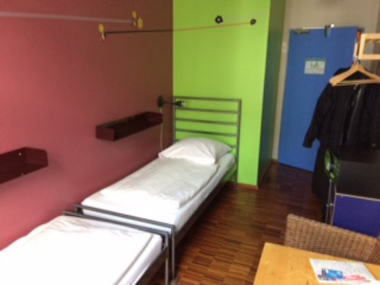 The Circus Hostel: nice choice when we got the double room