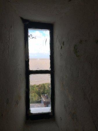 Faro de Colonia del Sacramento: BAJANDO-VENTANAS DEL FARO-
