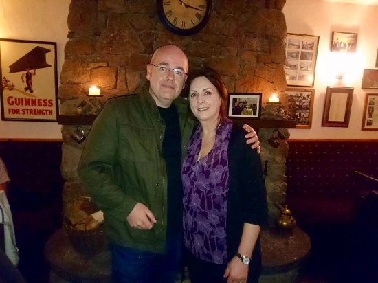 Crolly, Irlandia: Meeting the lovely Moyà Brennan in Leo's Tavern.