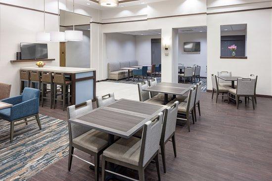 hampton inn suites chicago north shore skokie 133. Black Bedroom Furniture Sets. Home Design Ideas