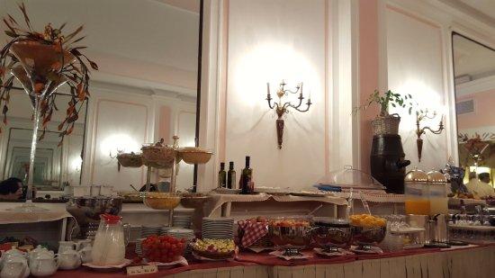 Bettoja Massimo D'Azeglio: Breakfast buffet area