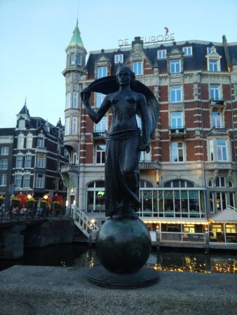 Statue Vrouwe Fortuna
