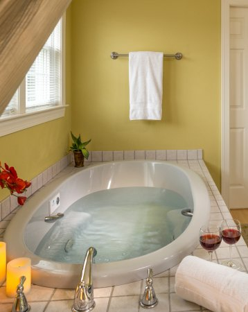 Rock Hall, MD: Zen bath