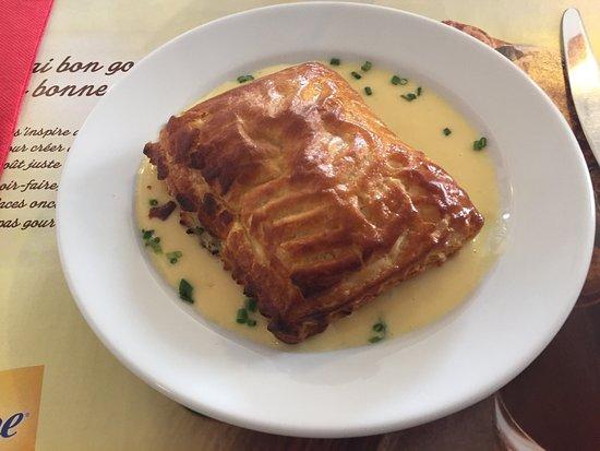 Corcieux, Francja: Feuilleté saumon oseille et beurre blanc