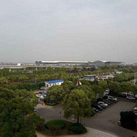 โรงแรมรามาด้า ผู่ตง แอร์พอร์ท: IMG_20170419_212149_085_large.jpg