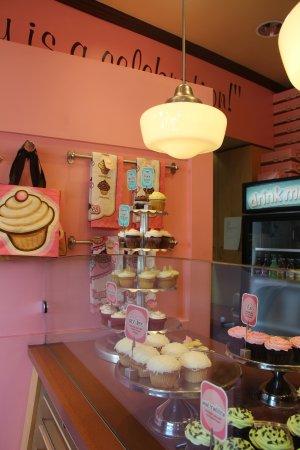Cupcakes on Denman: Inside