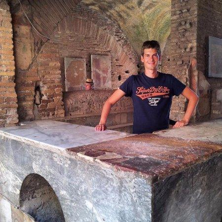 Tour Guide Erik: Thermopolium Ostia Antica #ancientrome #rome