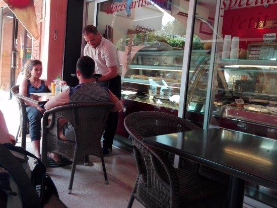 L 39 esterno del ristorante la vetrina i tavolini e karim for L esterno del ristorante sinonimo