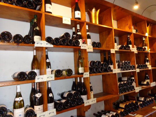 Ladoix-Serrigny, Frankreich: Wine and gift shop attached to the B&B
