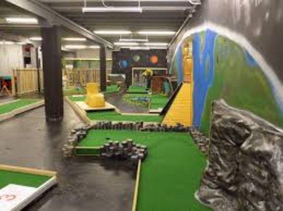 Castleblayney, ไอร์แลนด์: Relaxing yet competitive come enjoy some Crazy Golf!