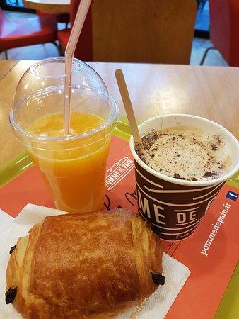 Montigny-le-Bretonneux, Frankrike: Menu matin Fruité : bon et pas cher (4,95€).