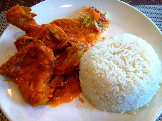 Seascape Hotel: Lunch item which I selected from their menu: chicken curry cooked in coconut souce with rice