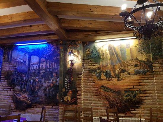 Saldana, Spain: Le daría 4 estrellas!!!!. Si lo que buscas es un sitio cómodo,con buenas precios y calidad en el