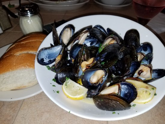 Napolatano's: Mussels appetizer.