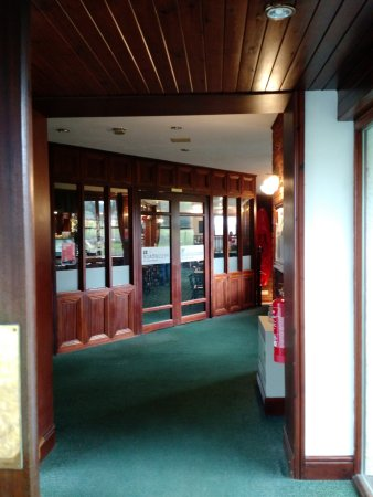 Chirk, UK: Small Impressive Lobby