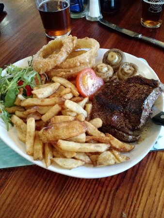 Chirk, UK: The Welsh Rump Steak with Trimmings