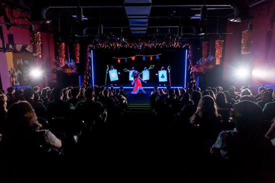 Famous People Players Dinner Theatre: Black Light Theatre - Extraordinary