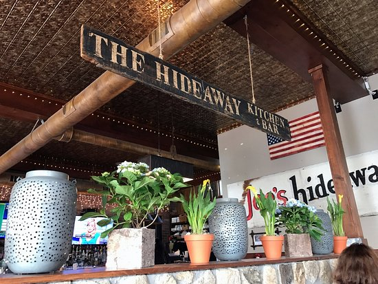 Ridgefield, CT: The Hideaway Kitchen & Bar