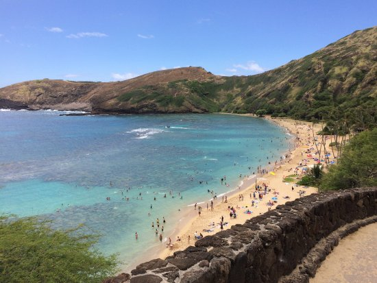 Hanauma Bay Nature Preserve: Photo from 4/2017. Beautiful Bay. Please take care of it when you go!