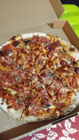 Eumundi, Australia: Our Large Capricciosa, very nice toppings
