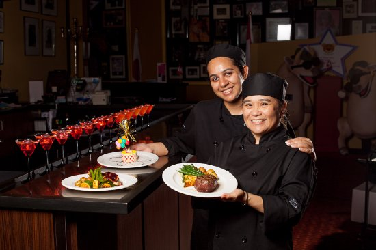 Famous People Players Dinner Theatre: Delicious Cuisine - All Fresh Ingredients.