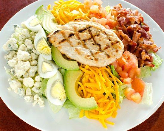 Puyallup, واشنطن: Local Fav!  Cobb Salad