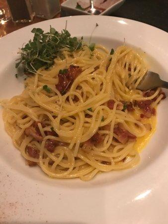 COMO COMO: Pasta Carbonara