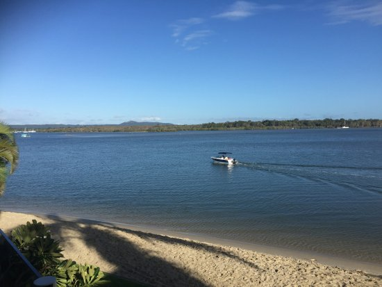 Noosa Harbour Resort: A view over the river from our balcony