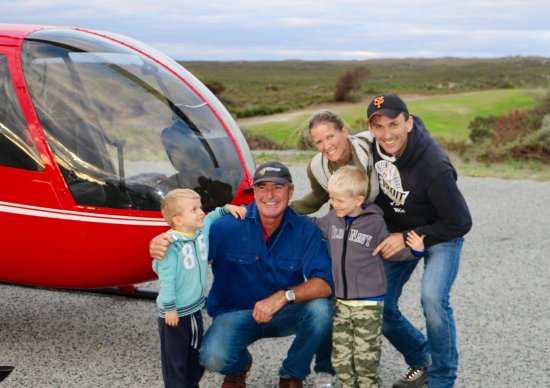 Yanchep, Austrália: a very happy family after their flight