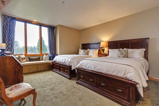 Estacada, OR: Cedar Suite