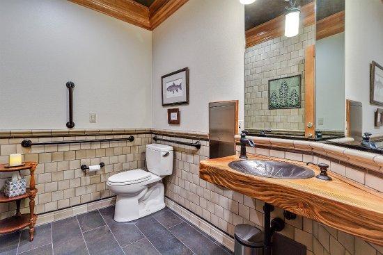 Estacada, Oregón: Handicap accessible main floor bathroom