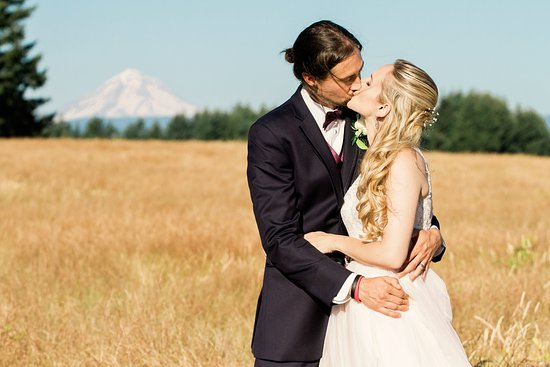 Estacada, OR: Summer wedding of Emily and Todd at Wonser Woods Estate