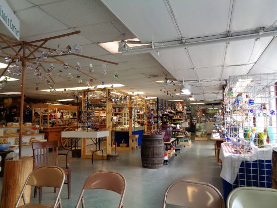 Appalachian Glass: The store is clean and tastefully decorated with their beautiful glass.