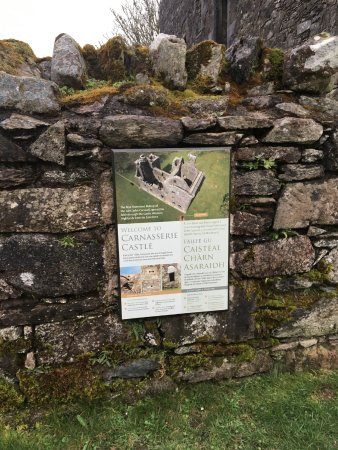 Kilmartin, UK: Carnasserie Castle Informational Plaque