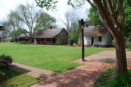 Kent Plantation House: A view of a few of the dependencies