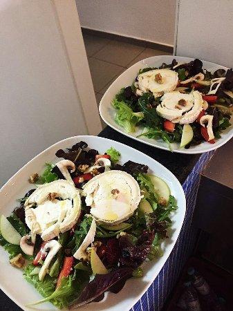 Komaky: Goat cheese salad/salada chévre