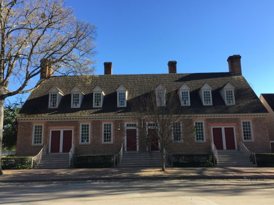Colonial Houses-Colonial Williamsburg: Brick House Tavern from the street