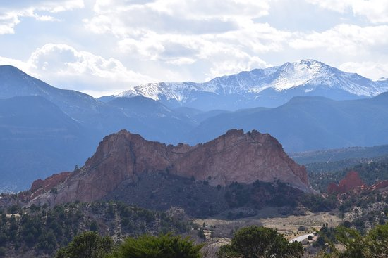 Garden of the Gods Club and Resort: An uninhibited view from our room balcony