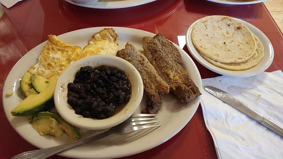 Salem, فيرجينيا: El Hondureno: steak, eggs, avocado, beans & corn tortillas