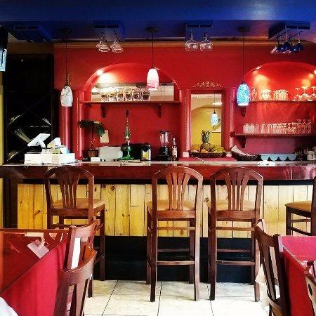Salem, فيرجينيا: The red bar inside.