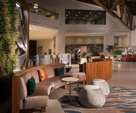 The Westin Dallas Park Central: Lobby and Living Wall