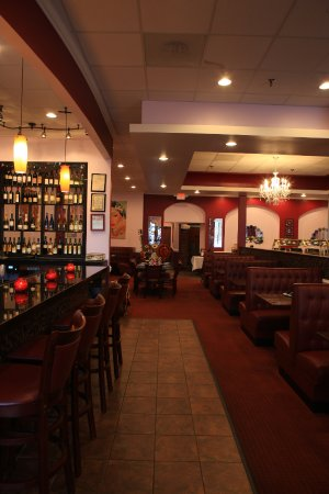Germantown, MD: DINING AREA WITH BAR