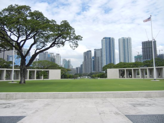 Manila American Cemetery and Memorial: Looking back toward the entrance