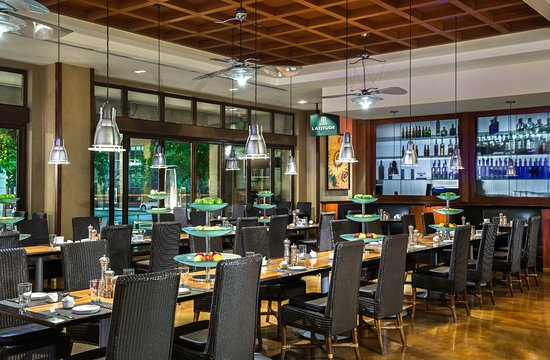 Soleil k: Modern styled restaurant with excellent people watching