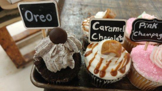 Tillsonburg, Canada: Cupcakes oreo and caramel