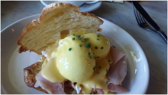 Mermaid Beach, Australia: Eggs Bennie on croissants - yum!