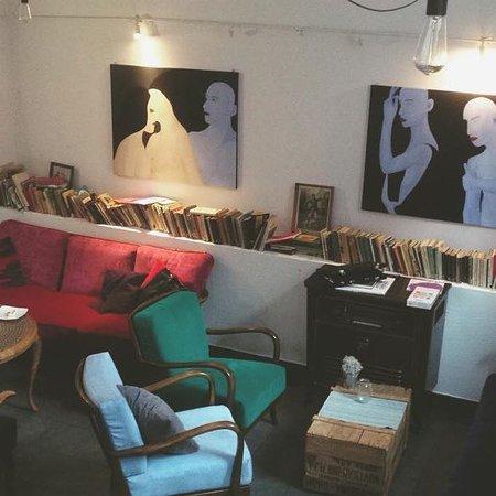Znasz ich creative cafe bistro wroc aw omd men om for Creative interior design review