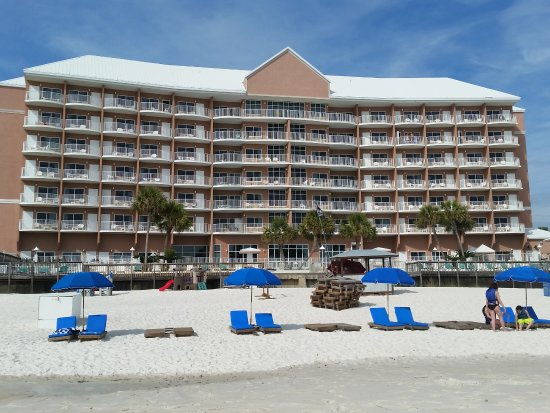 Palmetto Inn & Suites : View of hotel from the beach