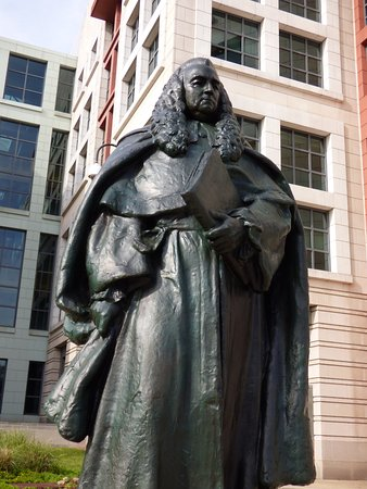 ‪Sir William Blackstone Statue‬